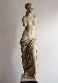»Venus von Milos«, eine Reproduktion einer römischen Figur aus Kunstmarmor