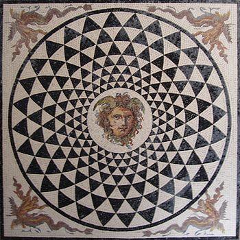 »Medusa«, eine Reproduktion eines römischen Mosaiks