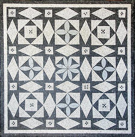 Geometrisches Mosaik, eine Reproduktion eines römischen Mosaiks